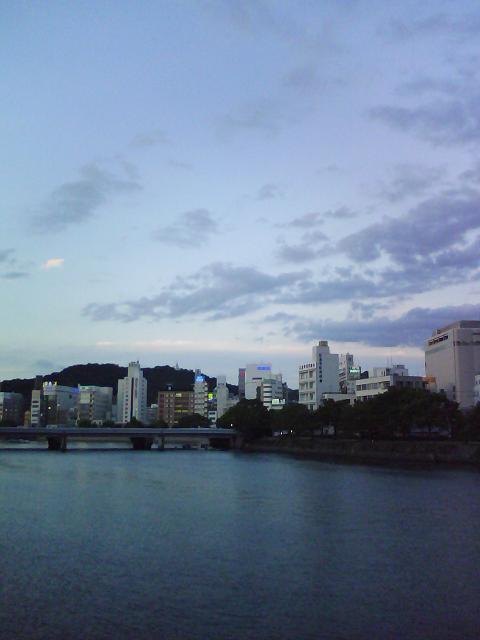 夕暮れ時の広島駅西