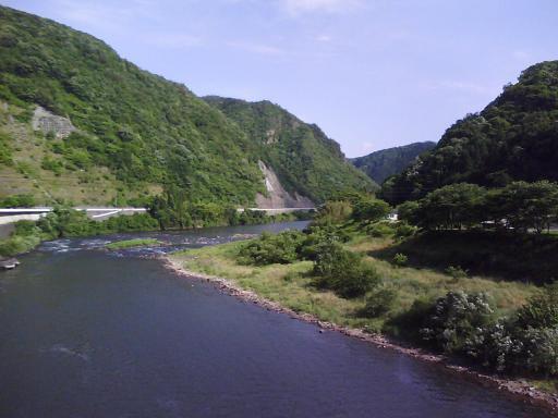 作木口駅前三国橋から江の川