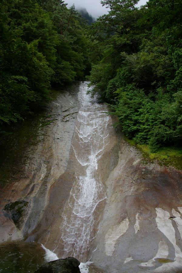 滑床渓谷 雪輪の滝
